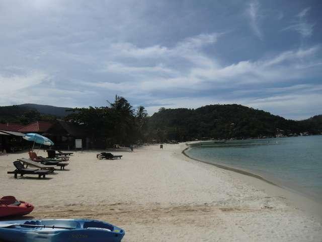 der Strand Haad Thong Nai Tan Yai linksseitig