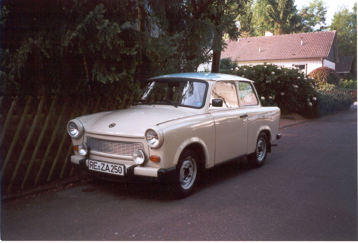 POWER CARS: Trabant 601 S (papyrus white with blue top)